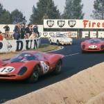 1967 Le Mans, Les 24 heures du Mans – the two Ferrari 330 P4 of Klass/Sutcliffe and Scarfiotti/Parkes with the overtaken Buchet/Linge Porsche in the background